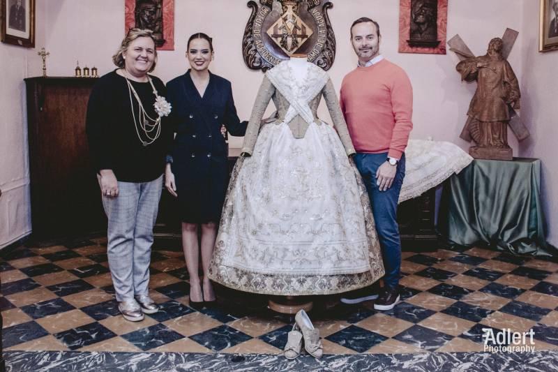 Rosa Sanchis, directora del proyecto junto a Marina Civera FMV y el Maestro Mayor del Gremio Fran Tochena // Foto: Fran Adlert Fotografía con la colaboración de Luis Castelló