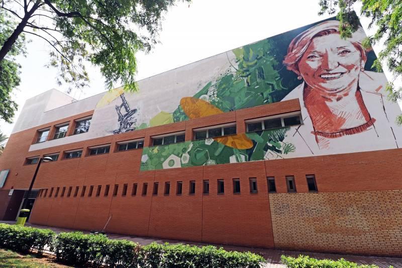 Mural de Anna Lluch en València. VIU