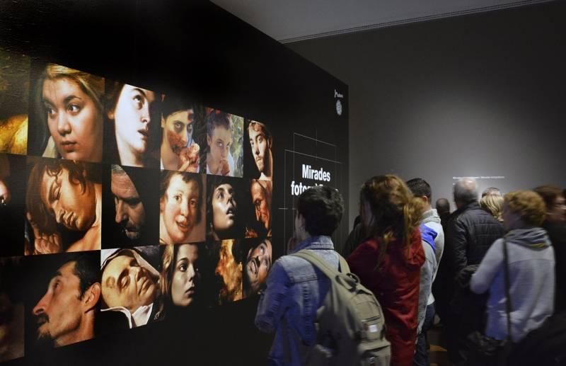 Jóvenes en la exposición