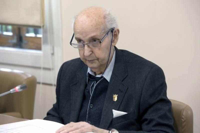 D. Santiago Grisolía