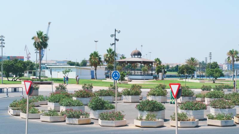 Ordenación del mobiliario urbano en la Marina de València.