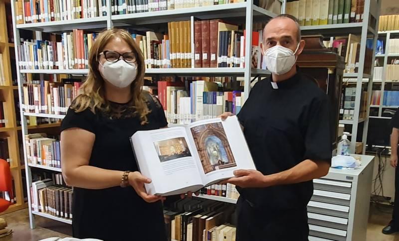 Don Álvaro Almenar con la Dra. Ana Mafé./ EPDA