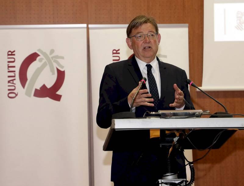 Ximo Puig en el acto de entrega de banderas Qualitur./ EPDA