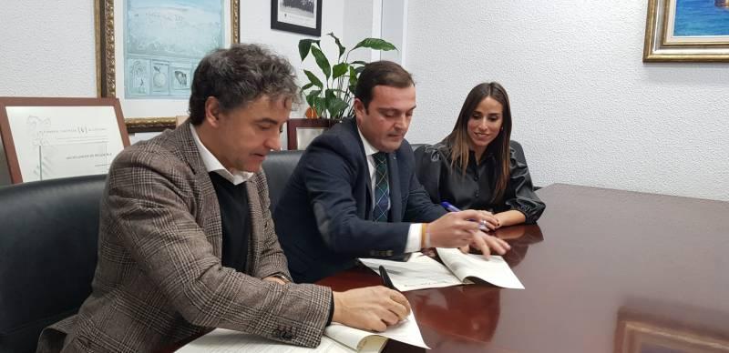 El alcalde Andrés Martínez (dcha)