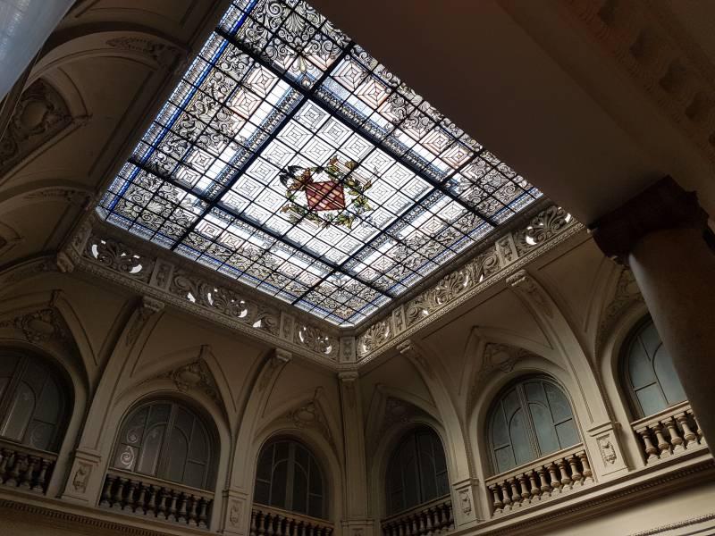 Vidriera recientemente restaurada del consistorio de la ciudad de València.